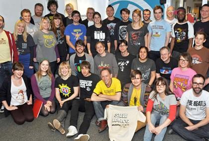 現在巡迴演唱會的周邊裡面T-shirt已經成為固定會出現的商品,但T-shirt到底能幫藝人多賺多少錢呢?