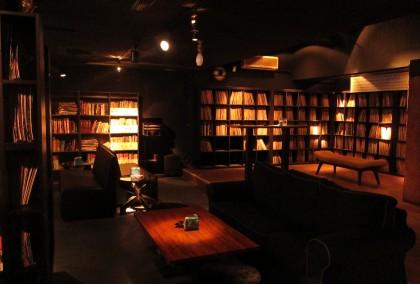 Roxy rocker 最著名的唱片牆擁有上萬張黑膠與 CD