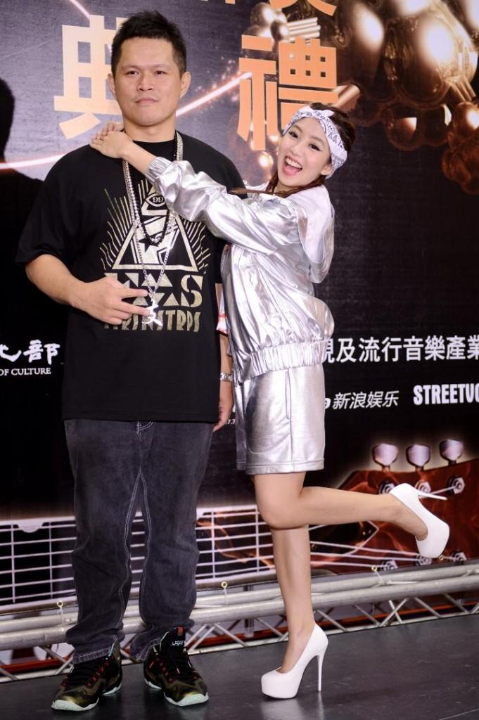 第4屆金音獎頒獎典禮找來瑤瑤當表演嘉賓,與大支合作饒舌表演作為開場。