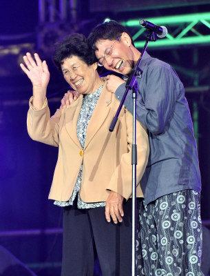 林生祥參加第4屆金音獎時帶著媽媽上台領獎,並且讓媽媽一起致詞、分享得獎的喜悅。