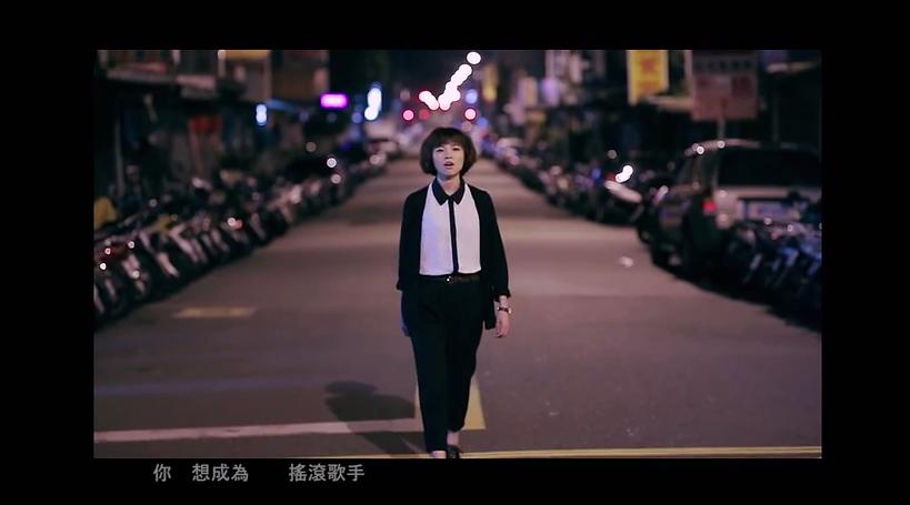 Pia的歌裡常常唱出這個城市裡為了生活辛苦的人們的心聲。