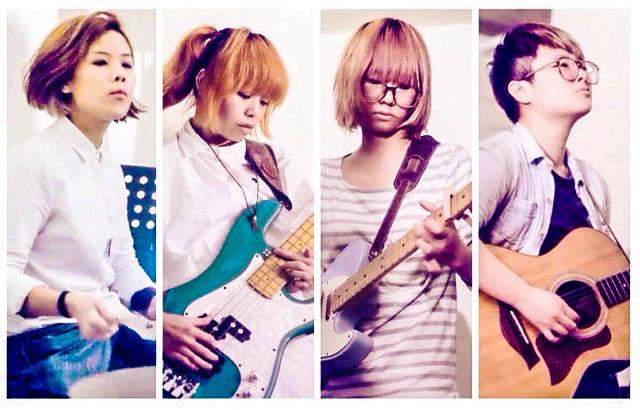 團員由左至右,分別為:鼓手 HeiHei 、低音吉他手 YY、吉他手 Soni、及主唱 Soft