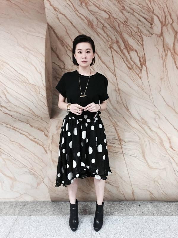 從個人走到樂團,鄭宜農除了歌唱,也曾主演自己編劇的電影「夏天的尾巴」,並入圍金曲獎最佳新人獎。
