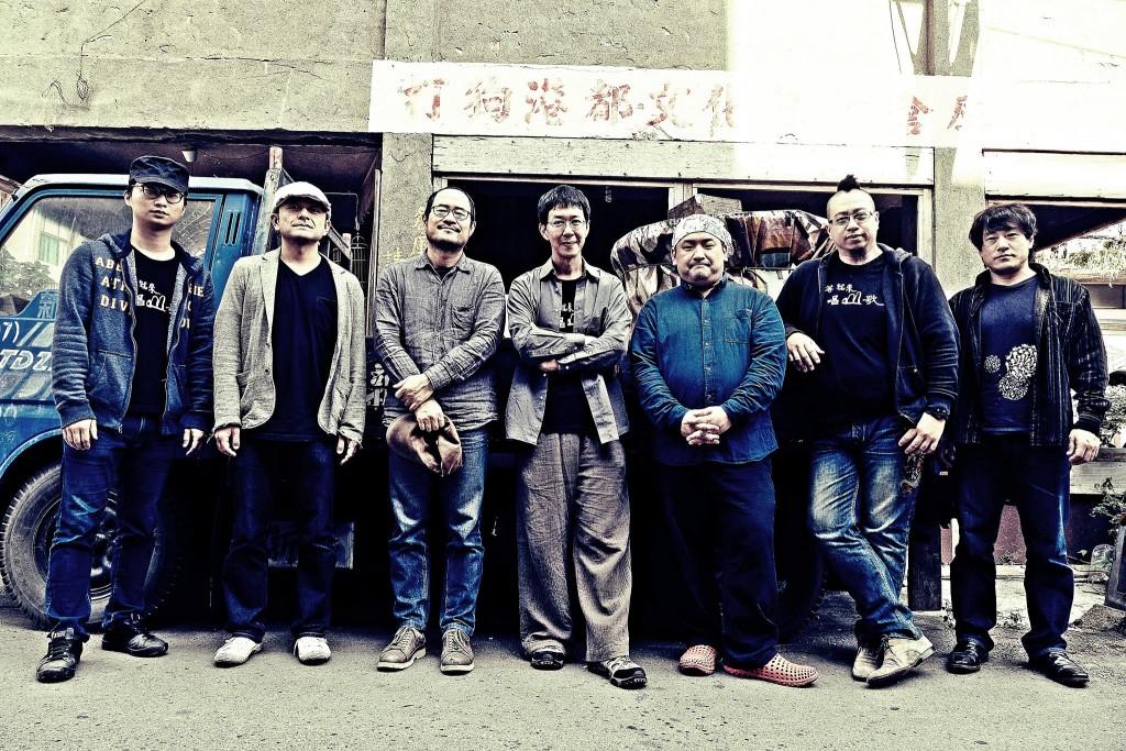 由林生祥、鍾永豐、早川徹、大竹研、福島紀明、黃博裕、吳政君組成七人編制的生祥樂隊。