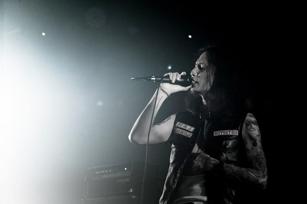J Tattoo 店主阿J熱愛音樂,受一路上支持自己的音樂人好友廖士賢支持,推出首張專輯《灰階》。