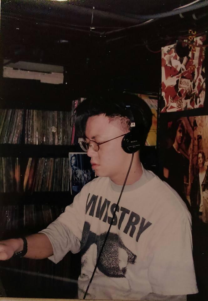 當初在 Spin 放音樂的 Fish 大約是在 1991~1992 開始擔任 DJ。