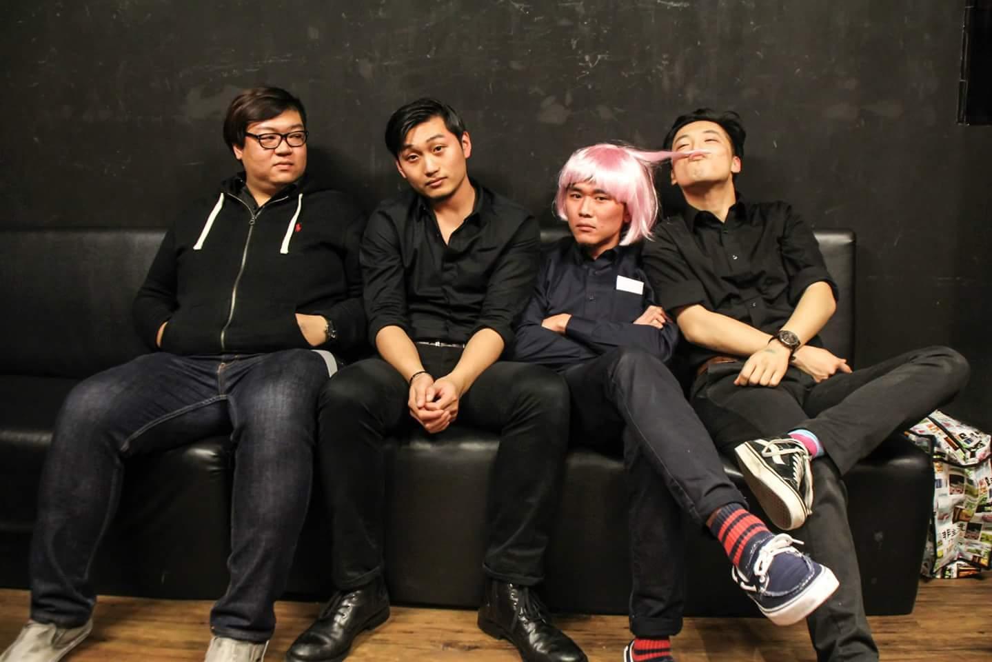 成軍只有短短的一年半,流行龐克樂團「粗大Band」唱出小人物的生活故事。