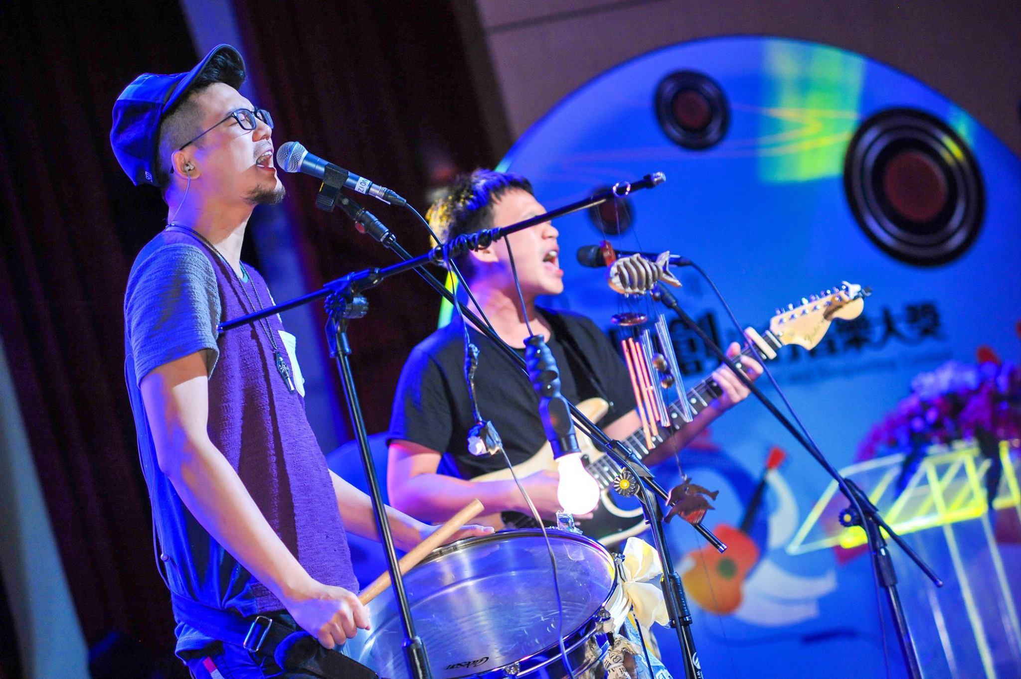 完成專輯後張三李四常和圈內前輩或音樂工作者分享創作,其中描寫台灣懷舊冰品的〈叭噗叭噗〉特別受董事長樂團吉董的小朋友青睞。