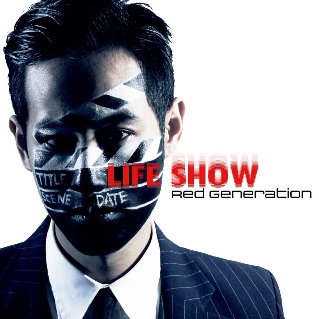 赤世代首張單曲《Life Show》封面,出自擁有設計底子的貝斯手-尚跟吉他手-修,在與團員討論每個細節後親手完成。