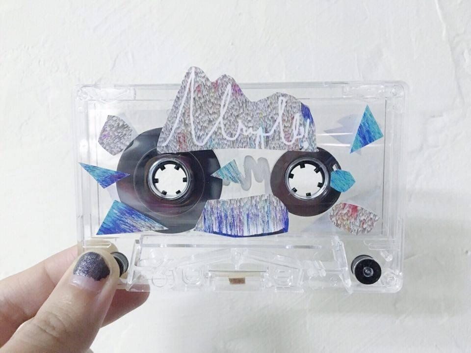 阿彭親自示範如何 DIY 裝飾購買的 EP