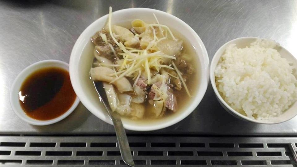 只開早上的東市場內王家祖傳牛雜湯 很有名