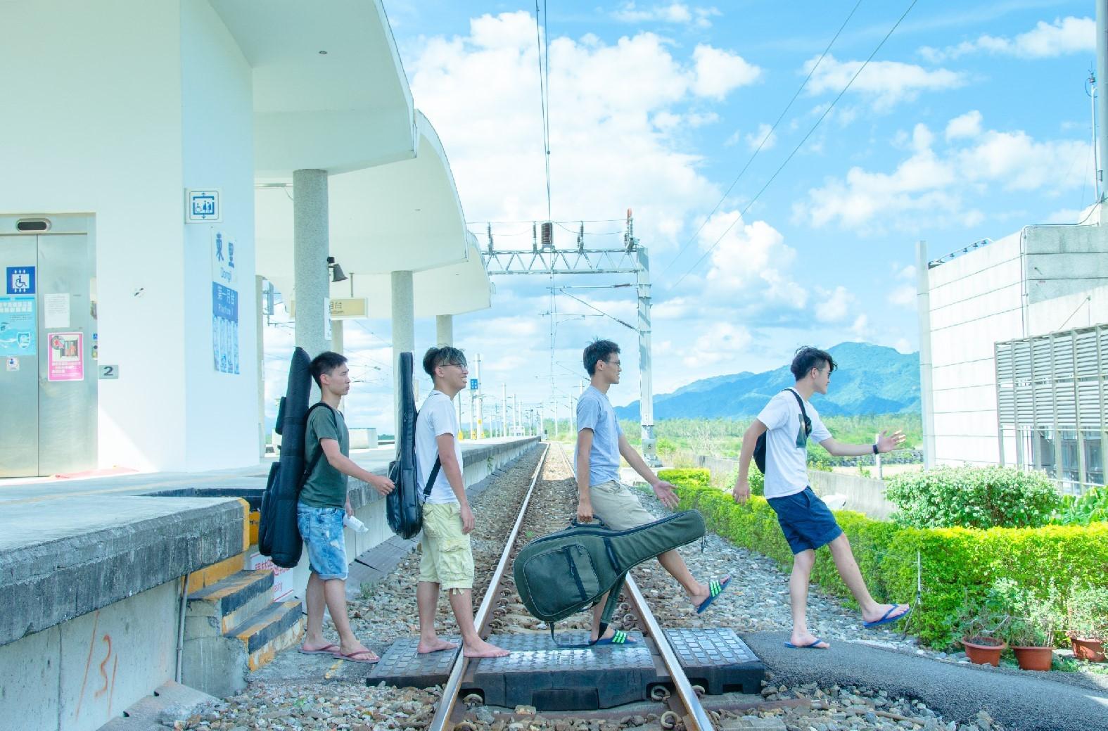 椅子Chairs'釋出新MV〈後山舞曲〉花絮@東里火車站。_01
