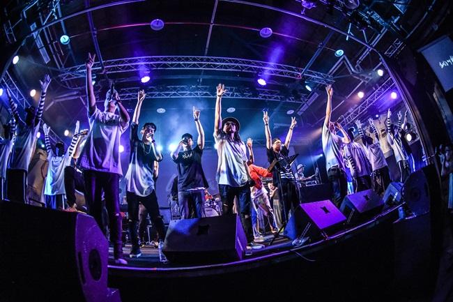 9_活動尾聲 LEO37 帶領著所有表演者以及 IP LOCKERS 舞者們一同上陣演唱同名歌曲〈That's MY SHHH〉,台上與台下瞬間宛如暴動群起狂舞1