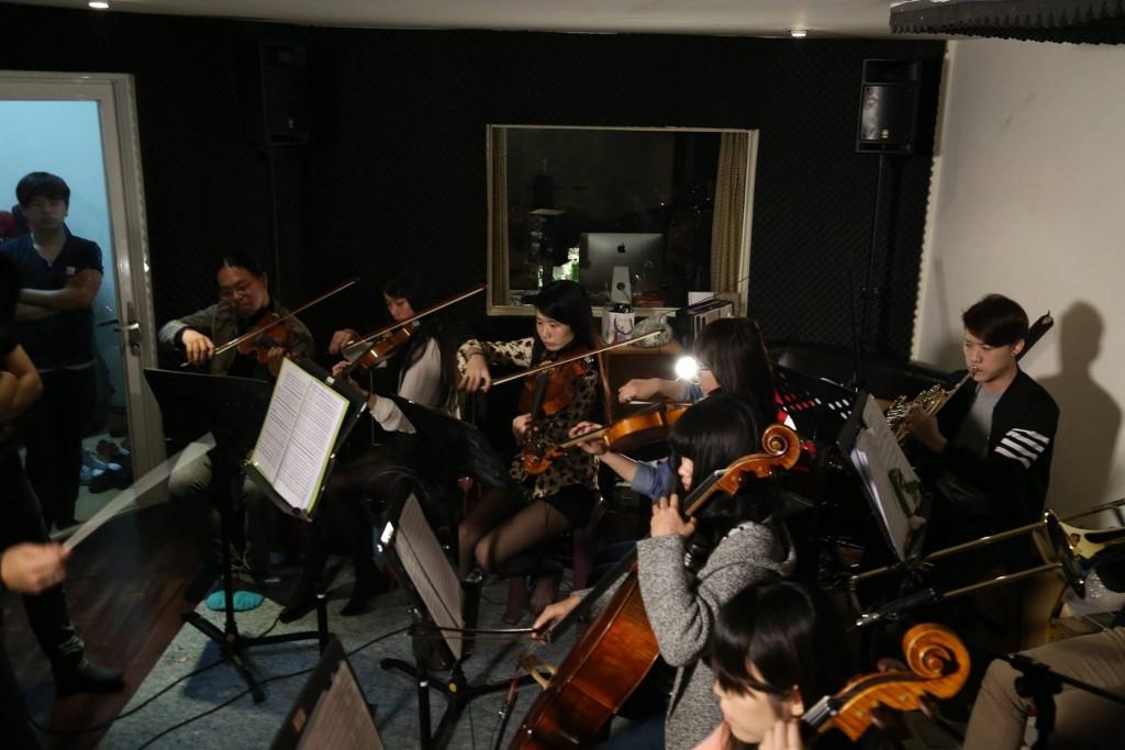 曾與管弦樂團共演的暴君,特別去學習管弦樂團的配器方式,瞭解古典樂樂手脈絡。