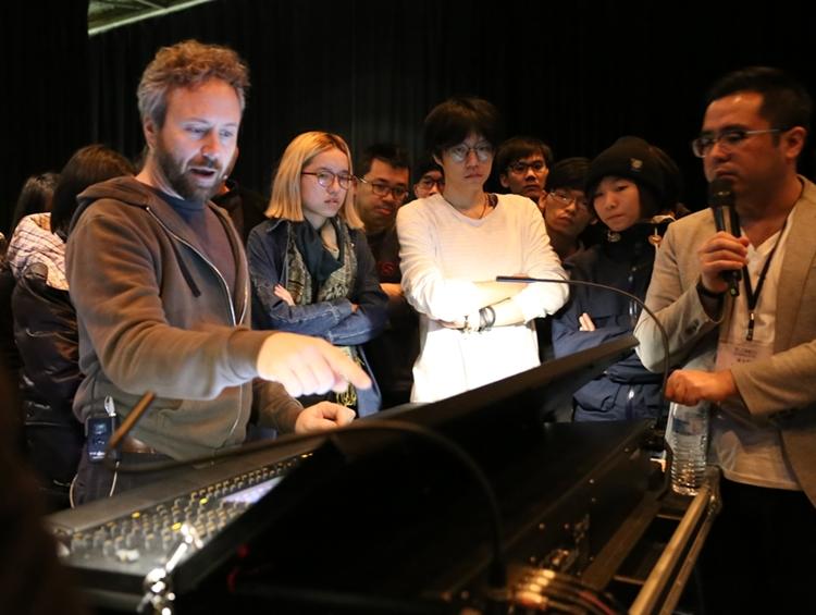 AJ老師(左)、克拉克(中)、翻譯Louis(右)攝於2017.01.25「燈光大師班」