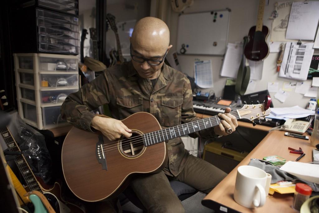 西安手工製琴大師解小石為王治平做的琴,板材厚實,聲音飽滿