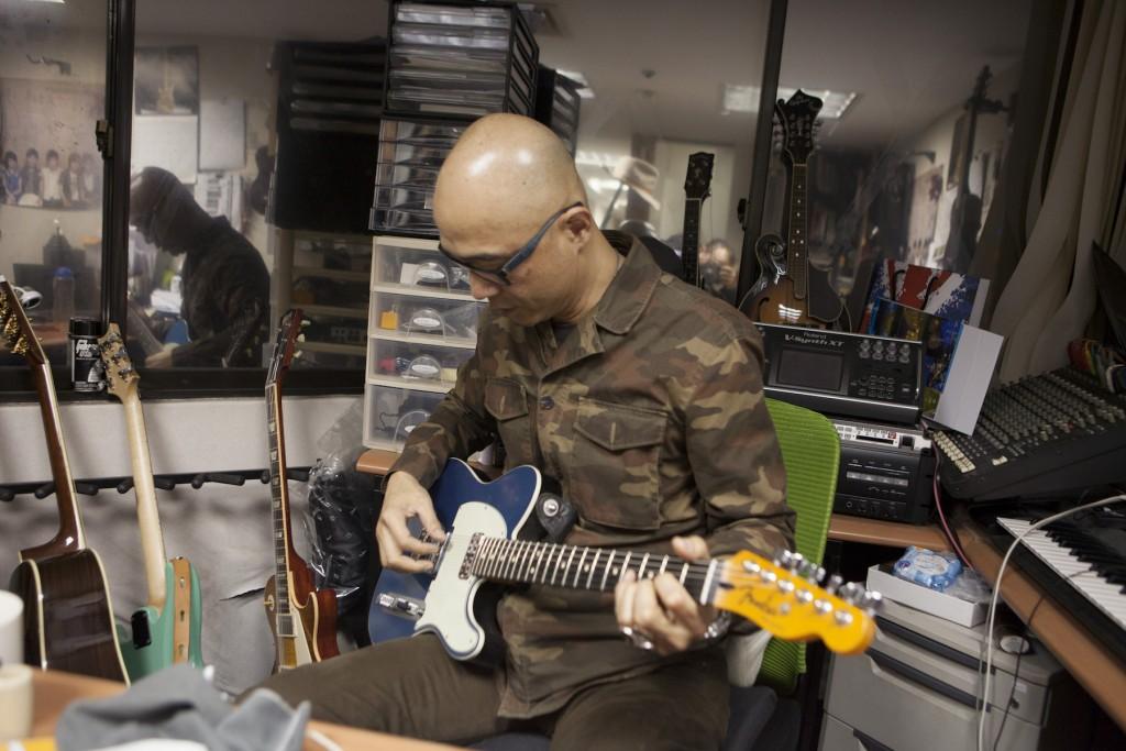 Fender Custom Shop TV Jones Telecaster,特別的Lake Placid Blue,pickup 有點像是 Gratch