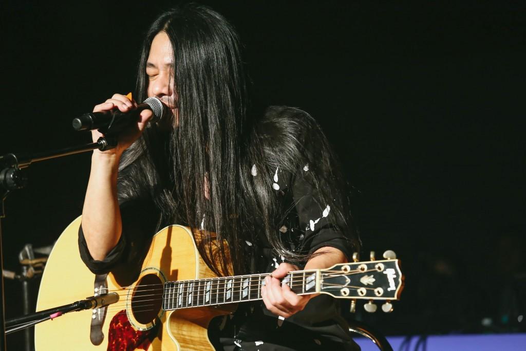 久未發表新作的搖滾王者乱彈阿翔帶著新單曲《一個人的旅行》於Legacy「鐵漢柔情」系列開唱-照片Legacy提供