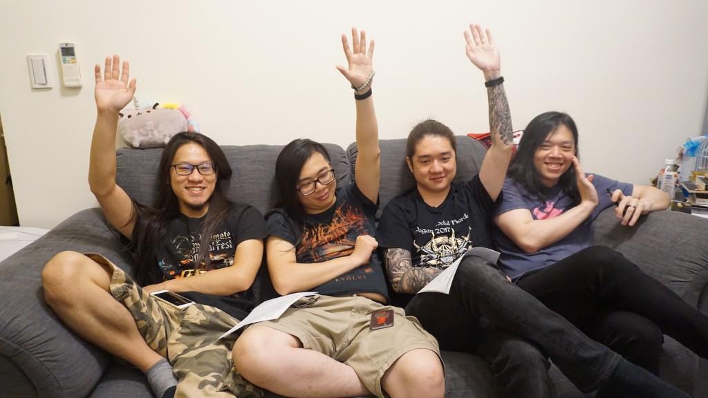 有巴哈姆特帳號者請舉手,左至右依序為鬥陣特攻、Fallout 4、暗黑破壞神3、無奈的團長(老屍燦笑)