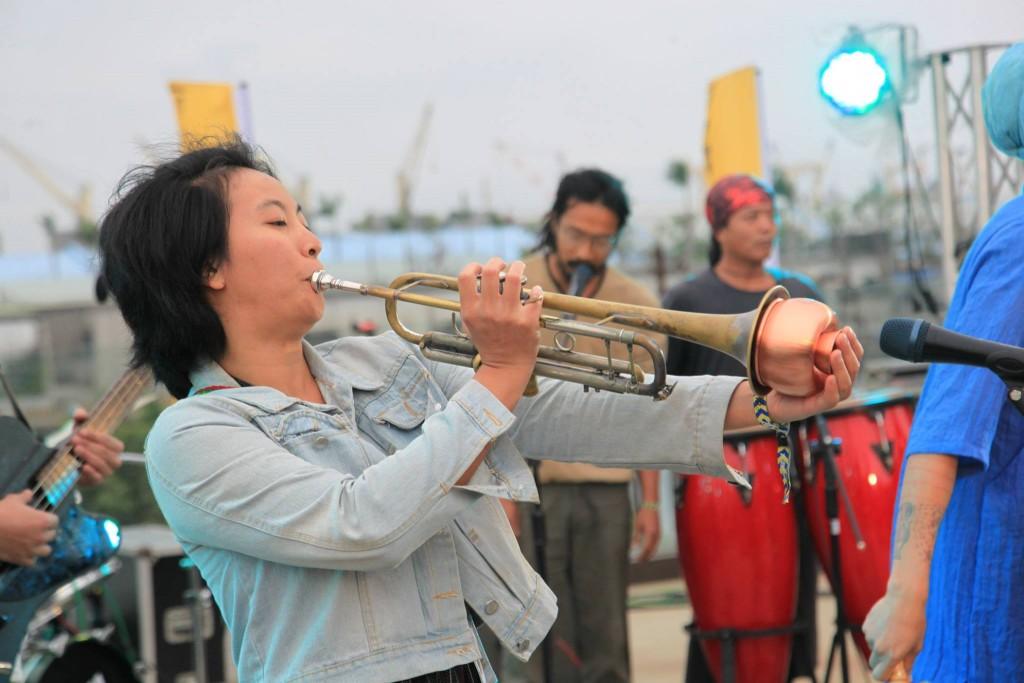 小號前端裝上金屬吹嘴的效果器。(Photo Credit:大港開唱)