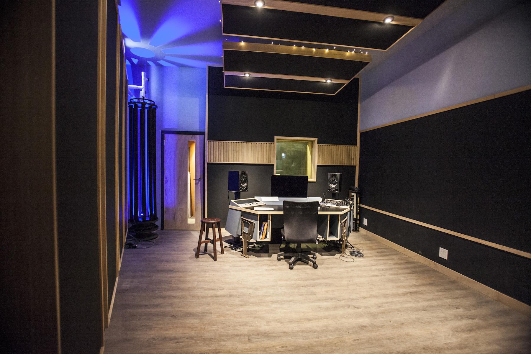 Vocal room是第一個施工完成的空間。