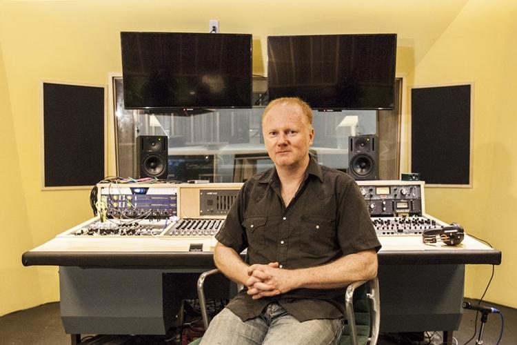 來自美國、近年定居台北的Andy Baker是國際知名的混音大師,曾幫滅火器、董事長樂團製作專輯,並與國內許多獨立樂團合作,作品多次入圍金曲獎。
