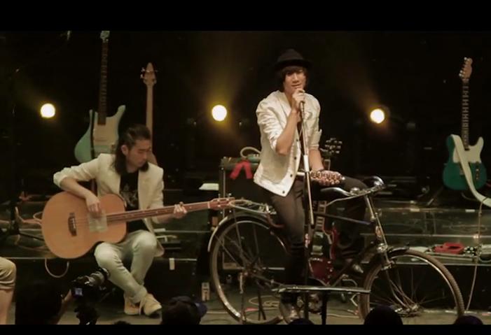 2012 年「Smile 專場音樂會」《北京夏夜》前奏時孔陽還特意撥動了自行車鈴。