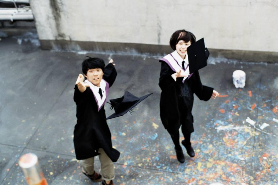 四枝筆團員小四、咨咨、Bibo 2013年拍攝的畢業照