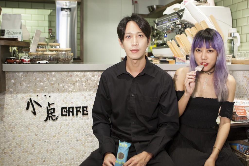 小虎咖啡的老闆經由朋友的介紹,吃到冰公子的產品,之後便主動聯繫、當起經銷商。店主說,「我們店的第一名是桑葚口味,連外國人吃到都很驚訝。」