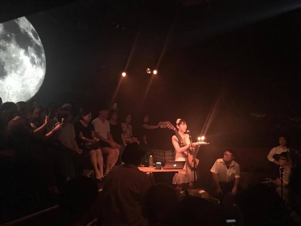 王若琳與日本歌迷一起提前於青山月見ル君想フ慶生。