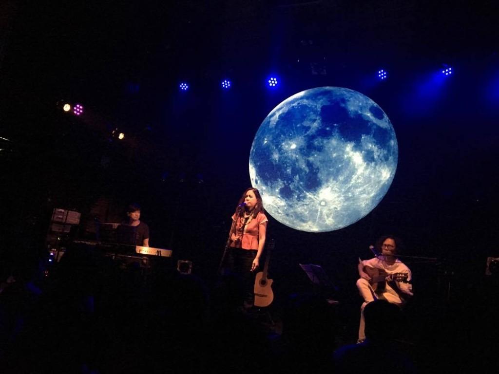 從 FUJI ROCK 戶外舞台到 livehouse 的以莉・高露,本次嘉賓為日本自然系女伶畠山美由紀, 以莉・高露更獻唱母語作品〈海浪〉讓日本樂迷一飽耳福。
