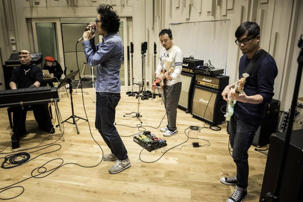 糯米糰在東京的錄音室排練,還第一次嘗試了網絡直播