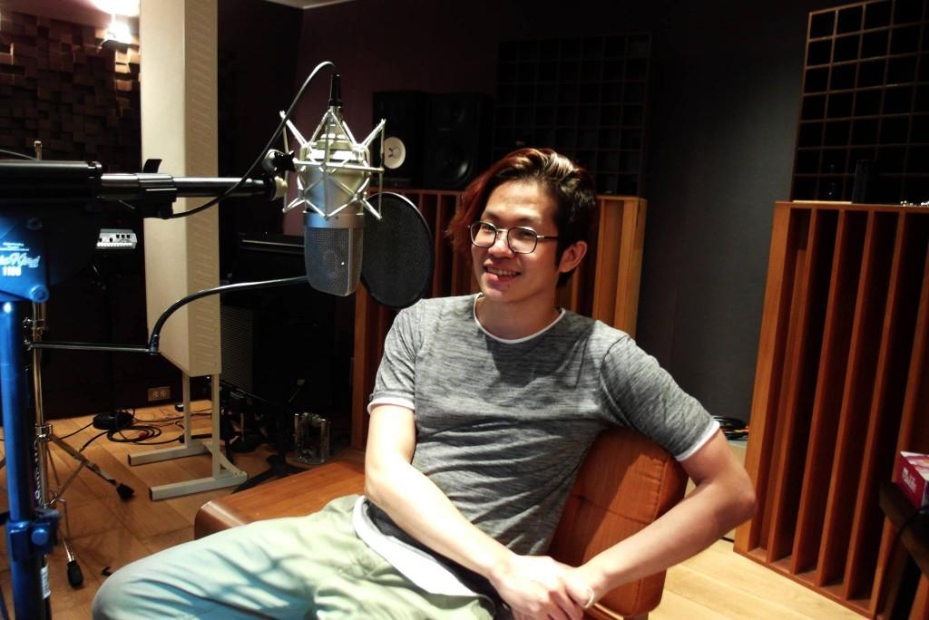 黃少雍因為買樂器而認識的美籍混音師Brian Elgin,負責了《迷戀》其中五首歌的混音,孔雀眼聽了成品之後,相當喜歡,還找他來擔任台北發片場的音控。