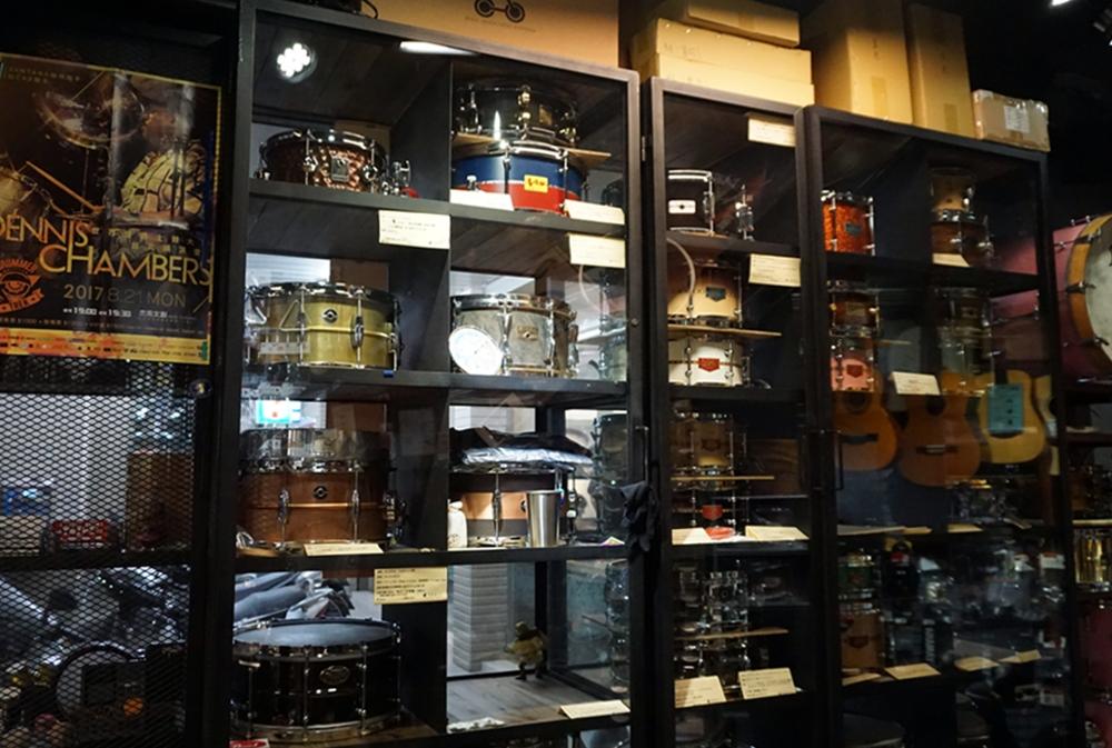 不小心花太多錢訂製的小鼓櫃,由NO.5 加工廠製作,兩組12萬。