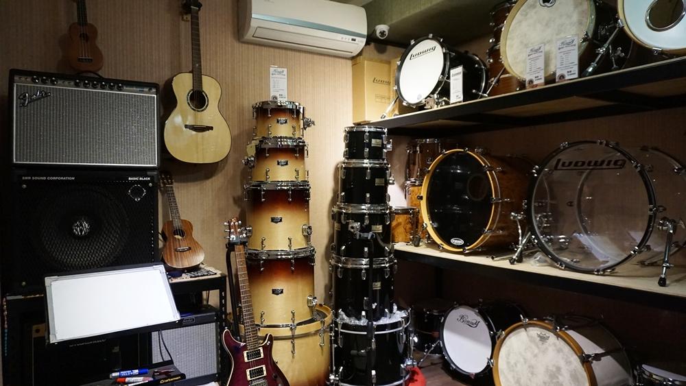 有鼓氣進了很多新鼓和二手鼓,每套鼓都可以試打,但因為架設套鼓需要時間,來試鼓前請先與店家聯絡。(如欲試單顆小鼓,直接來就好)