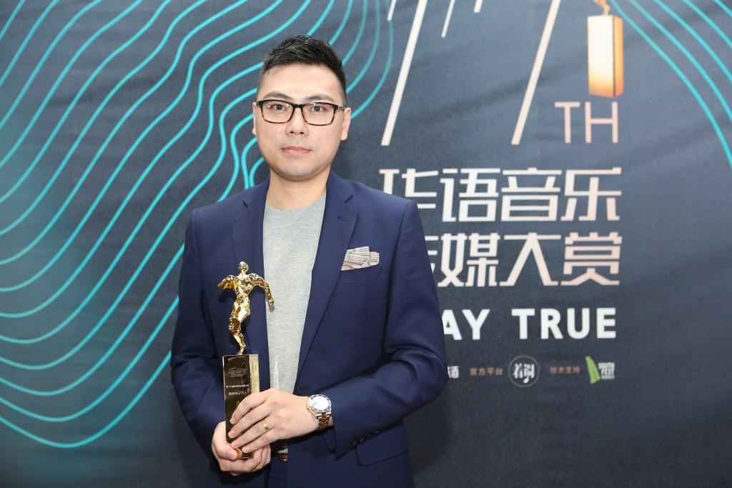 白天不亮於華語音樂傳媒盛典拿下了「年度最佳電子藝人」。