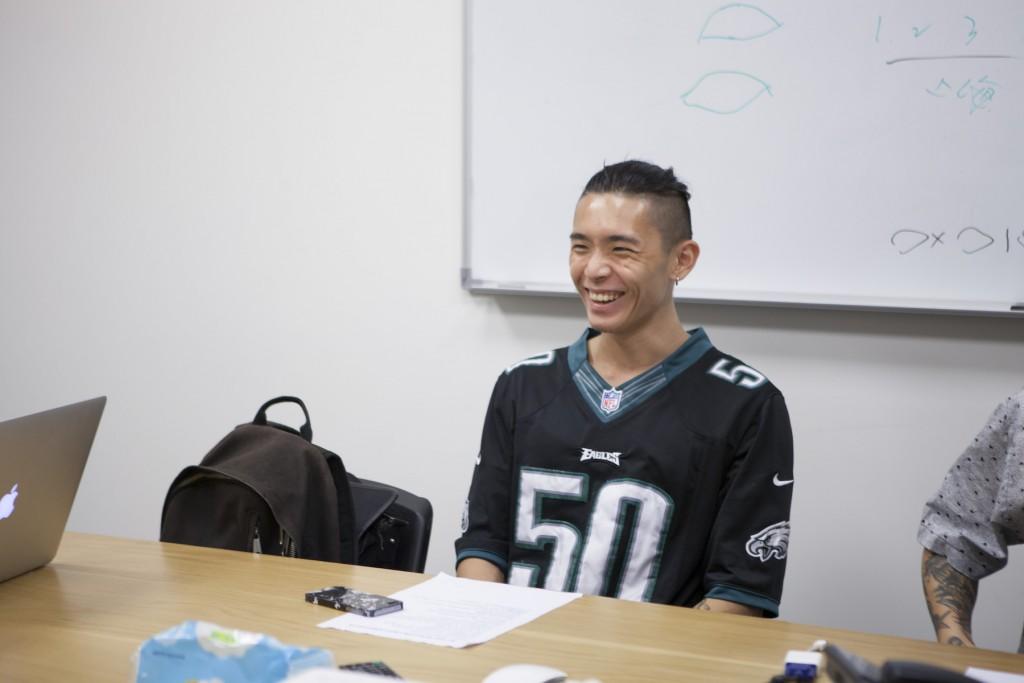 鼓手鍾錡,是最年輕的團員,先前打美秀集團。