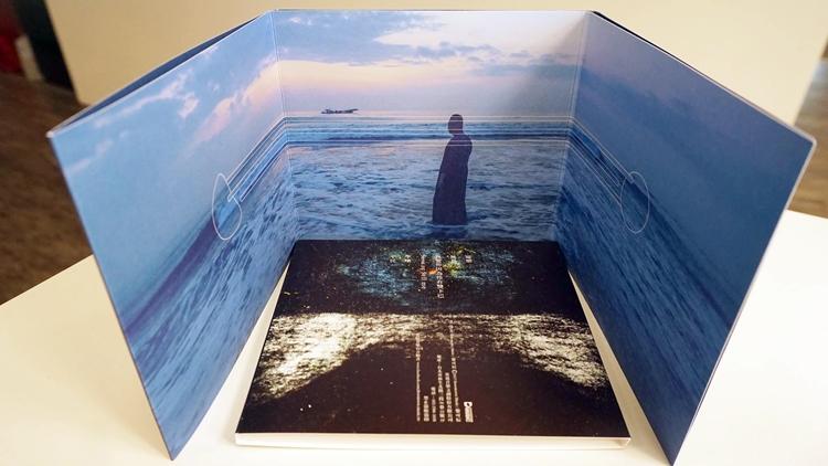專輯《遊》的視覺設計也與黎可辰的音樂概念相呼應。