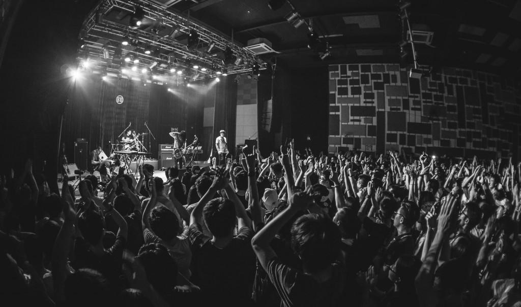 惘聞以強大的現場奠定了他們在中國器樂搖滾絕對的領軍位置,大規模的巡演在眾多城市皆一票難求。(Photo by Allen)
