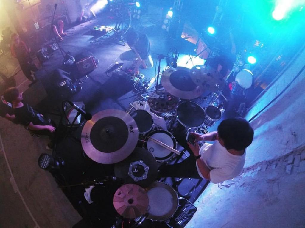 我表演時的這套鼓,Jojo Mayer訂製,完全符合他專屬的尺寸,包含系列同拔。