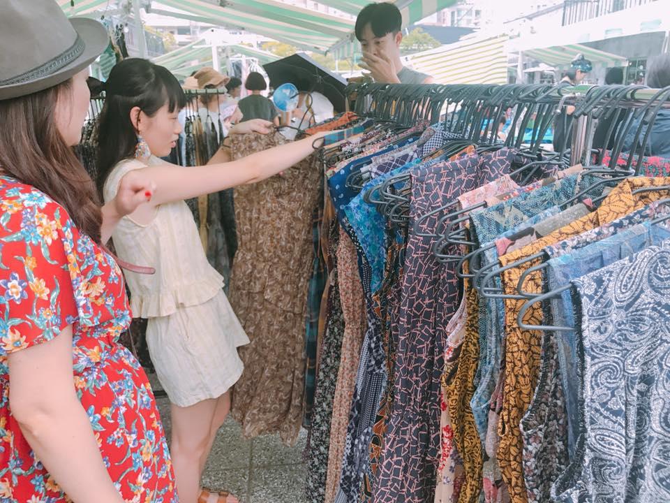 簡單市集攤販,照片取自官網