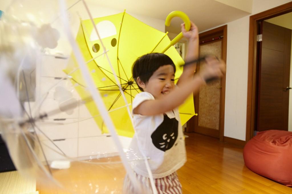 與攝助姊姊的雨傘大戰。