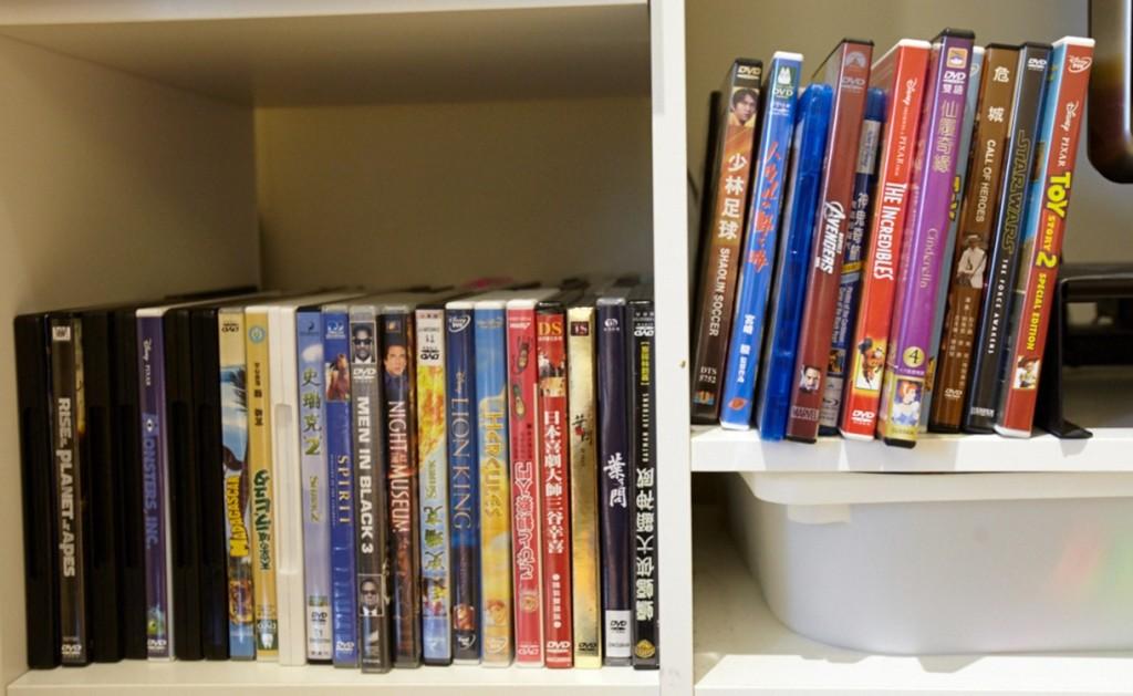 雖然家裡有apple TV,但因為希豆喜歡選DVD然後播放的感覺,所以把拔買了很多DVD。