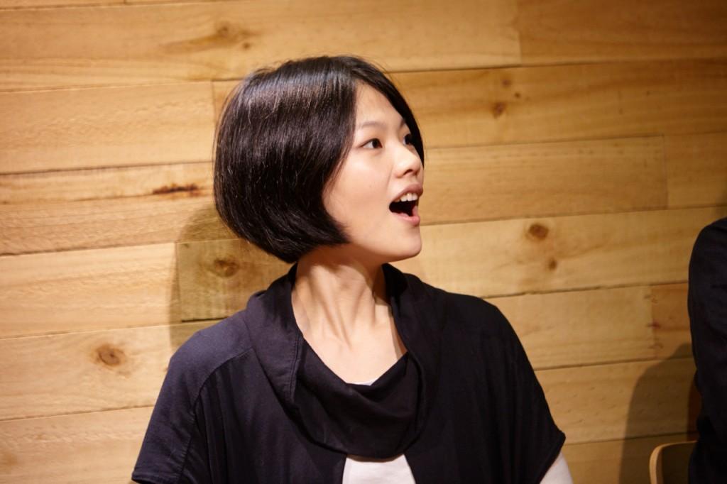 柯泯薰在去年 6月發行了自己睽違三年的新專輯《不能發出聲音》。