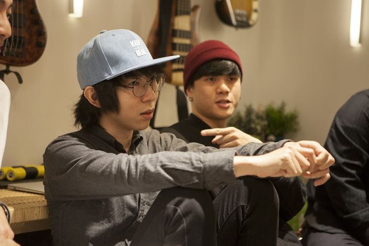 阿少也是謝震廷 ZT Project的鍵盤手。唐貓組成後,阿蘭回頭邀請阿少加入,因此確立了四人編制。