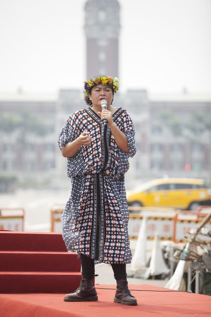 關心台灣土地議題,自去年 2 月 23 日起巴奈在凱道紮營抗議《原住民傳統領域劃設辦法》,至今已超過 400 天,上週六(3/31)被台北市政府驅離據點,巴奈表示,為了原住民的尊嚴已做好長期抗戰的準備。雖然目前仍堅持駐守二二八公園內,但後續會如何依然充滿未知。