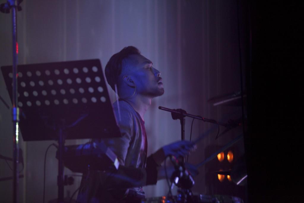 打擊手李茂嵩,除了鼓組外,木琴的 Part 也是由他負責。