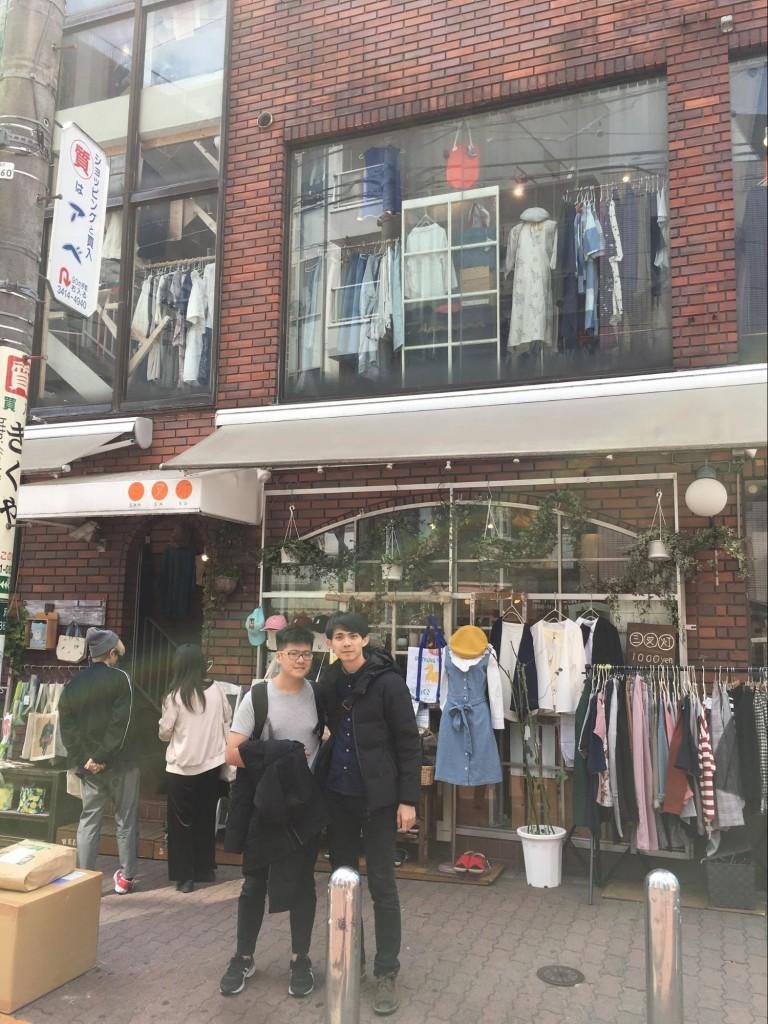 今天跟凱翔以及音控建鈞老師一起去下北澤,其他人各有規劃。我們的規劃是把錢花光(還跟團費借錢。)