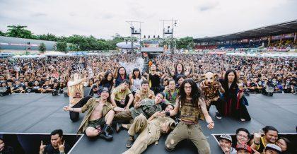 【圖說 20180506_1】暴君、血肉果汁機、火燒島征服菲律賓金屬盛會 Pulp Summer Slum,演出後與熱情的樂迷合影留念。
