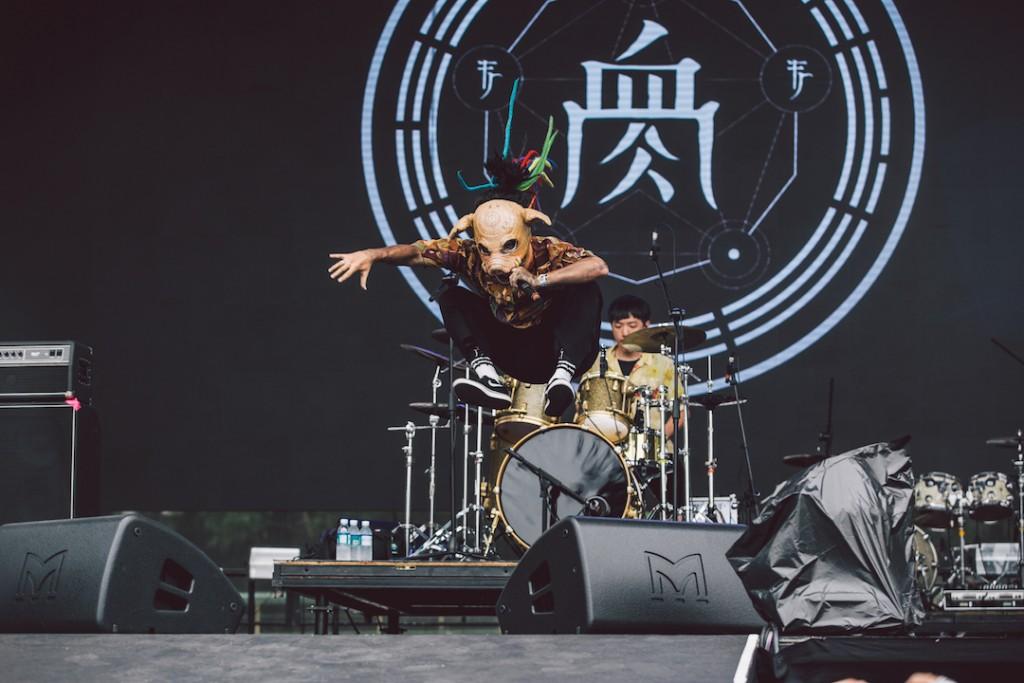 【圖說 20180506_6】台灣金屬樂團登上Pulp Summer Slam 賣力演出。圖為血肉果汁機演出照。